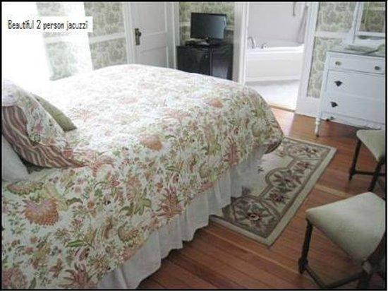 The Victoria Inn: The Iris Room