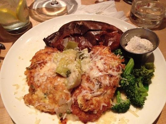 Walnut Grill: Tuscan Chicken with Artichokes! Outstanding!