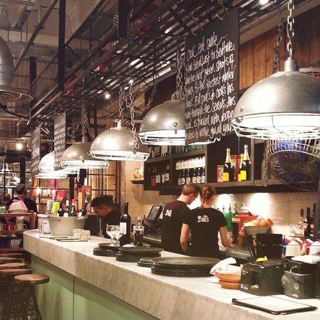 Bill's Restaurant: Interior