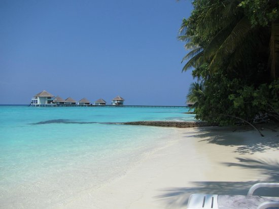 Adaaran Club Rannalhi : View of the lagoon, with the water villas