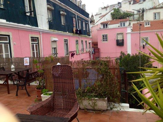 Alfama Patio Hostel: Great porch