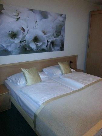 Berlin Mark Hotel : camera da letto