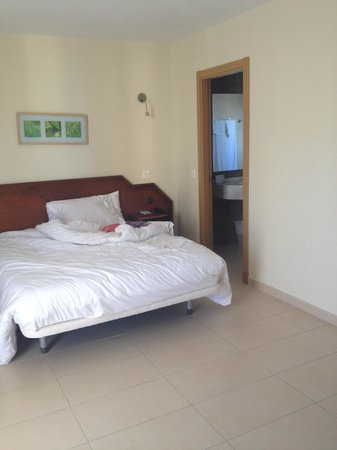 Hotel Mainare Playa Fuengirola: Spaces room with comfortable bed