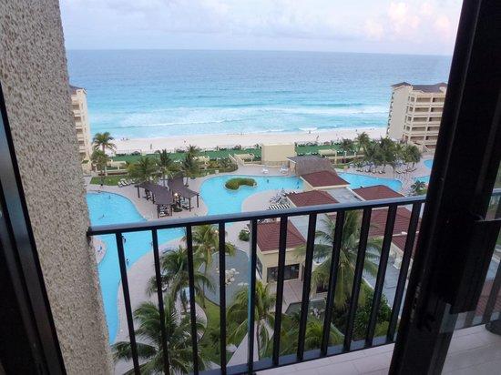 The Royal Caribbean : ホテルの部屋から