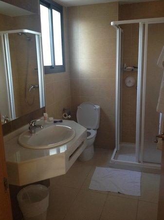 Hotel Mainare Playa Fuengirola: Clean and new bathroom