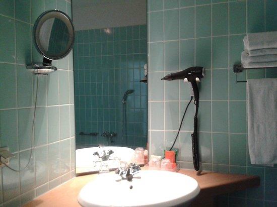 NH Zoetermeer: Bathroom