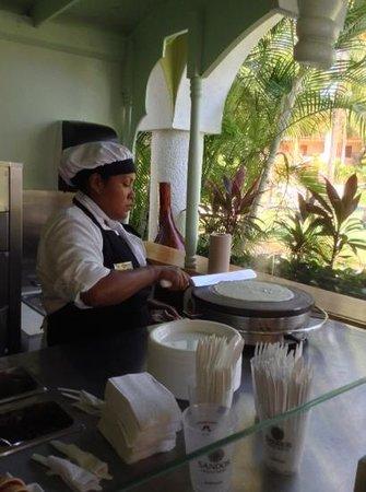 Sandos Playacar Beach Resort : Rosalinda @ the creperie