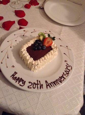 Sandos Playacar Beach Resort : Special cake to celebrate