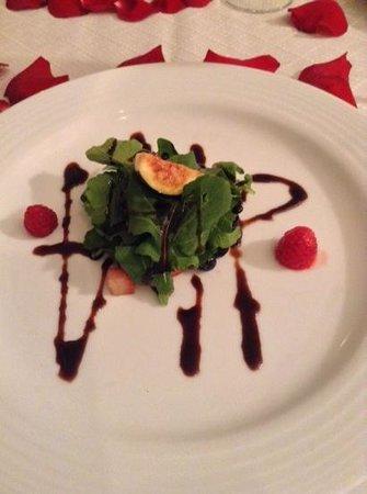 Sandos Playacar Beach Resort : Small portions at French Restaurant, salad