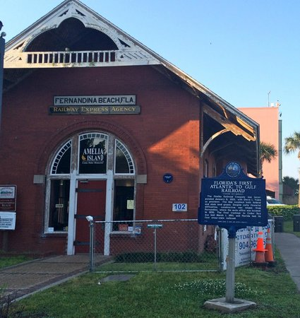 Peg Leg Running Tours : One of the historic sites on the run.