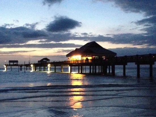 Pelican Pointe Hotel and Resort: Pier