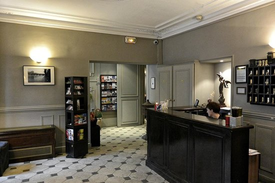 Hotel de la Porte Doree : Reception Area
