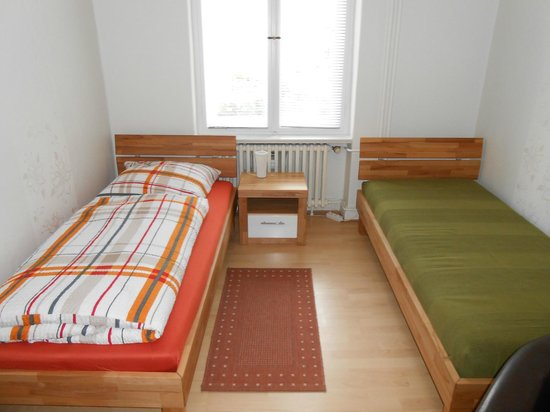 Pension Elefant: Bedroom with two single beds