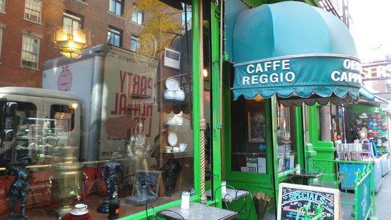 Caffe Reggio: So cute