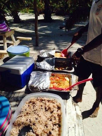 Suya Tours: Beach lunch fabulous spread
