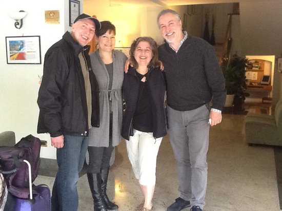 Comfort Hotel Gardenia Sorrento Coast : Owners Mr. & Mrs Mauro (1st and 3rd from right) with us at departure