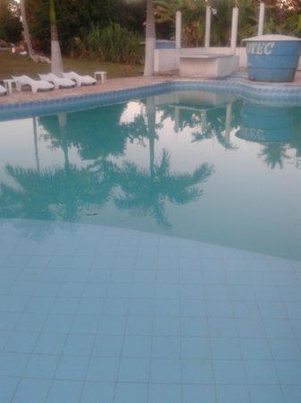 Pousada Liberdade: Área da piscina.