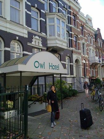 Owl Hotel: Achamos o hotel.