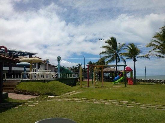 Hotel Baia Cabralia: Playground e área da piscina