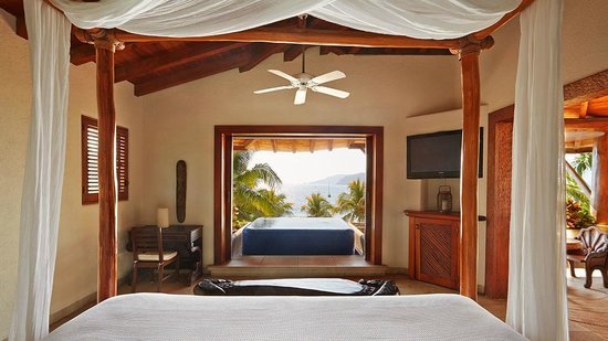 Villa del Sol Resort: Beach suite view from your bed