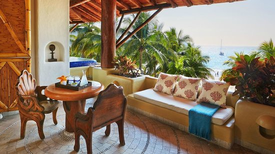 Villa del Sol Resort: The Beach Suite seating area is ideal for enjoying a morning coffee and a view