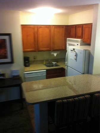 Staybridge Suites Peoria Downtown: Kitchen
