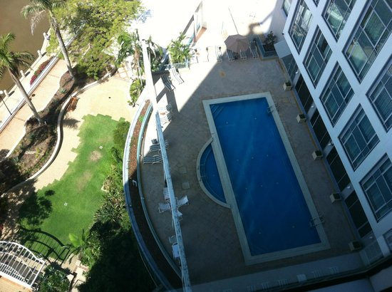 Stamford Plaza Brisbane: View to pool