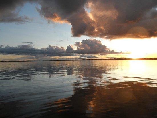Yoi EcoLodge : Sunset on the Amazon