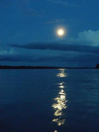 Yoi EcoLodge : Full moon on the Amazon