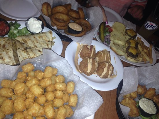 The Brown Boxer Pub & Grille: Apps for days!