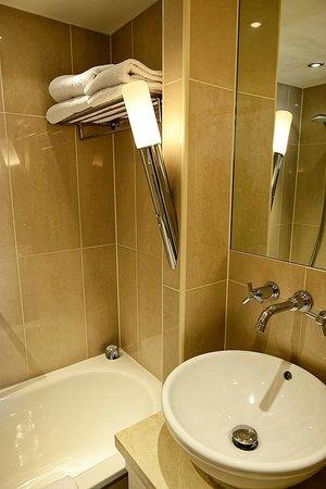 Grand Royale London Hyde Park: Bathroom Interior