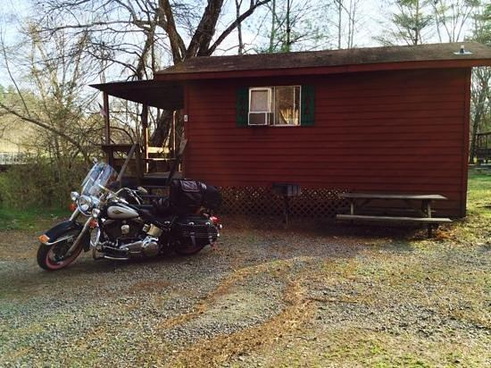 River Cove Cabins: cabin 4