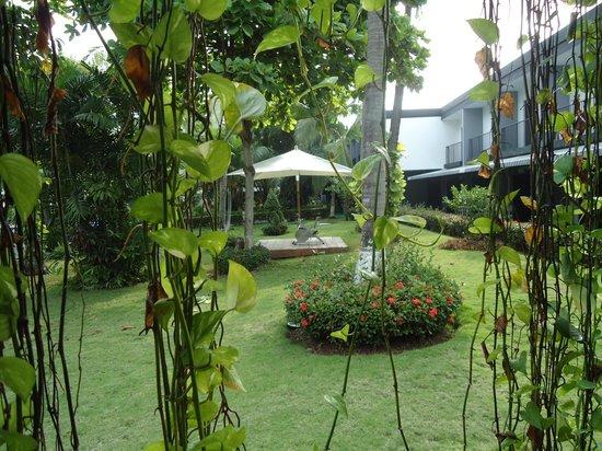 Riande Aeropuerto: vista dos jardins