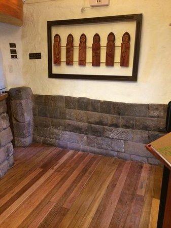 Unaytambo Hotel: Incan base of building.