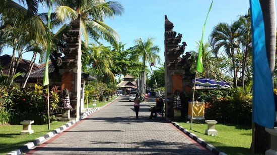 Aneka Lovina Beach Hotel: Security Gate