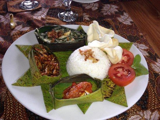 Bali Mountain Retreat: Nasir Campur - yum !