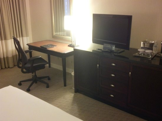 Hilton Tampa Airport Westshore: Regular room work area