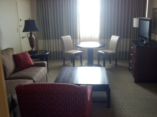 Hilton Tampa Airport Westshore: Suite sitting area