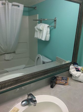 The Mermaid Inn: Nice touch of bathroom amenities kit (4/26/14 - Room 201)