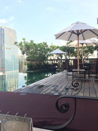 Hotel Muse Bangkok Langsuan - MGallery Collection: Relaxing pool side