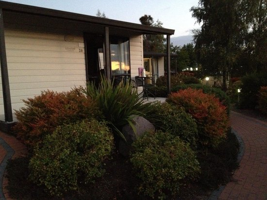 Lake Taupo TOP 10 Holiday Resort: Front of cabin
