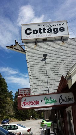 Rimforest, Californien: The exterior of the restaurant