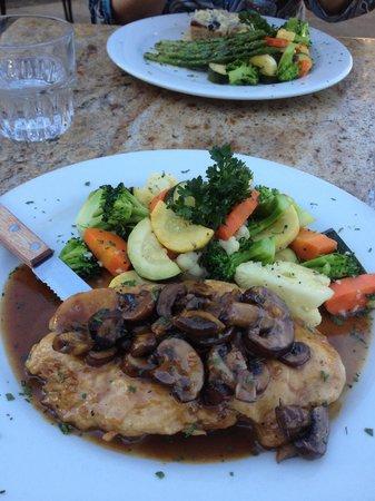 Eladios: Chicken Marsala