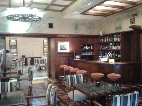 Britania Hotel: Lounge and breakfast area