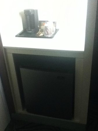 SpringHill Suites Alexandria Old Town/Southwest: Fridge and coffee stuff