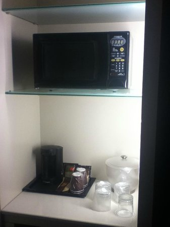 SpringHill Suites Alexandria Old Town/Southwest: Microwave