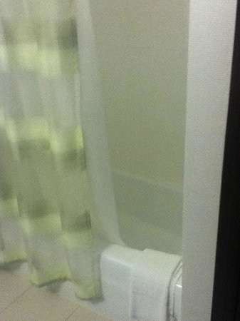 SpringHill Suites Alexandria Old Town/Southwest: Shower & TV and doors to toilet closet and shower respectively - Picture ... Pezcame.Com