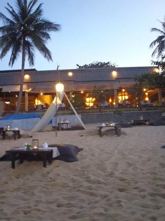 Beautiful beach dining at Peace Resort