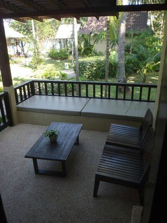 Peace Resort: Our very own little porch of our Deluxe Sea Breeze