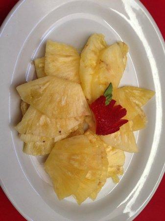 Hotel Casona San Antonio: Fruit plate, all pineapple